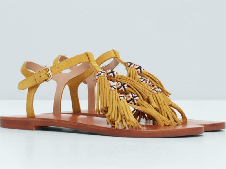 Sandália em pele com franjas (17,99€ Mango)